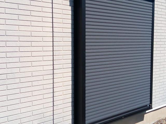 掃き出し窓についてるシャッター
